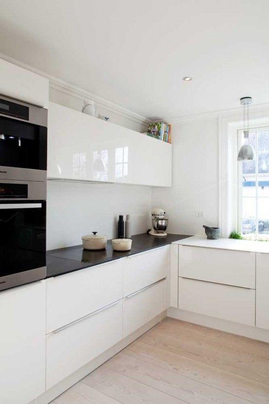 The simple geometries and surfaces of this white #kitchen make it a  #minimalist's dream